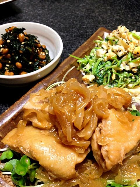 いっただきまぁ〜すm(_ _)m☆ - 154件のもぐもぐ - 玉ねぎと鶏肉のとろとろ煮・豆苗とゆで卵のサラダ・春菊の納豆和え by masumi0706