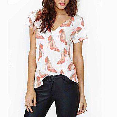Impreso de la Mujer en tacones rojos con cuello en V T-shirt – USD $ 12.00