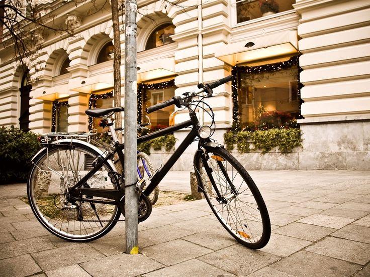 Rua da cidade de bicicleta luz Papéis de Parede - 1024x768
