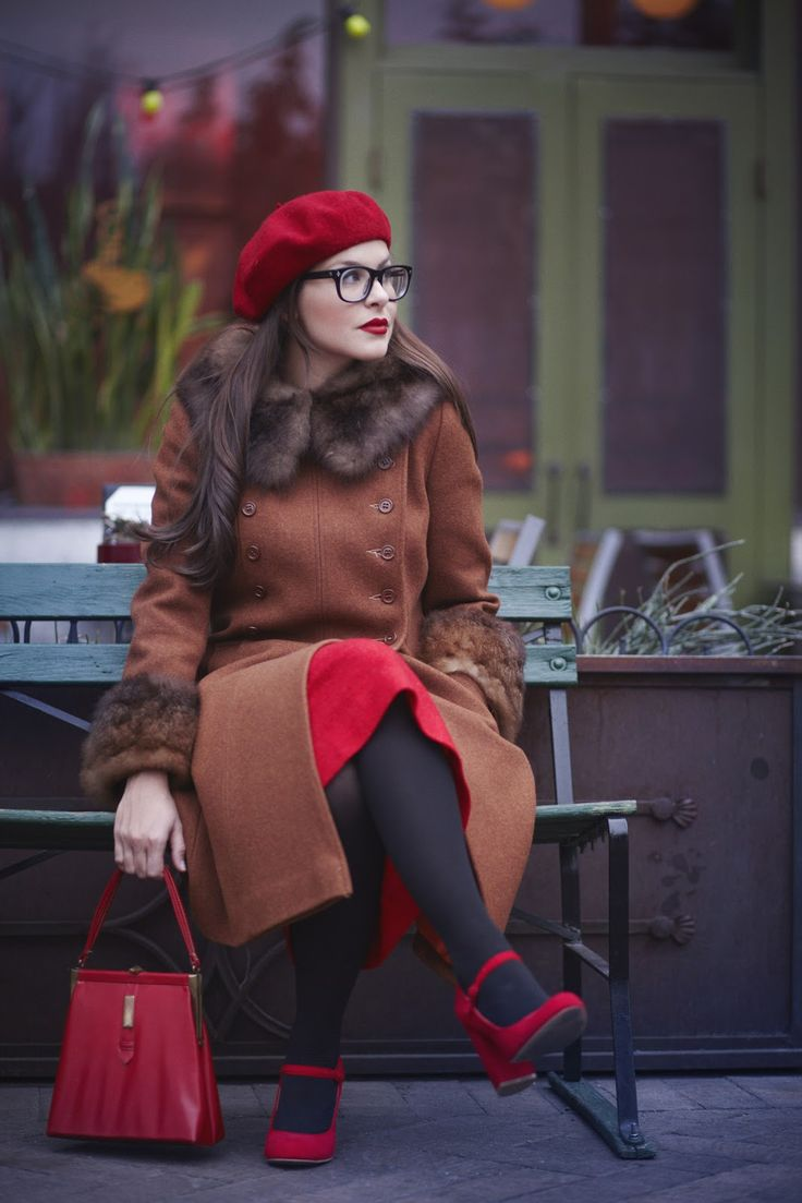 Brown, red and black for winter - so classically lovely. #fashion #style #bloggers