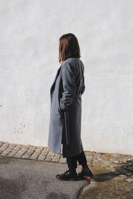Minimal woolen coat