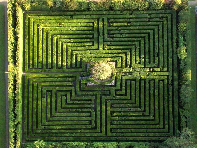 8/16 LABIRINTO DI VALSANZIBIO DI GALZIGNANO TERME (PADOVA) - Nel Giardino Monumentale di Villa Barbarigo Pizzoni Ardemani c'è questo labirinto realizzato con seimila arbusti di bosso sempreverde di cui maggior parte secolari.