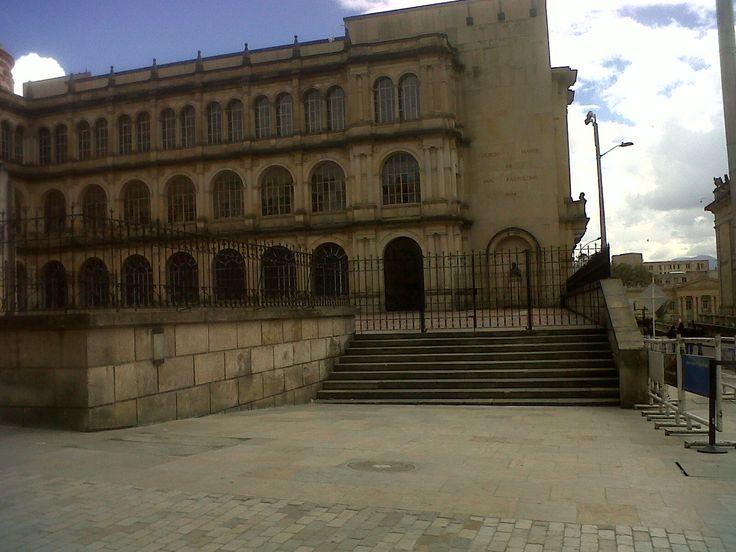 Colegio de san Bartolomé, fundado en 1604, padres jesuitas. Plaza de Bolívar, Bogotá.