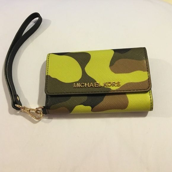 Michael Kors tech wristlet Green and brow camo styled Michael Kors tech wristlet. Compatible with iPhone 5 and iPhone 5s. Two card slots and one clear ID slot (shown above). Black and handle. Was given as a Christmas present with no tags. Michael Kors Bags Clutches & Wristlets
