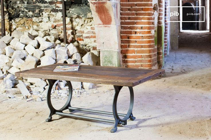 Un Mueble TV vintage también puede ser una mesa de centro. Una hermosa pieza de mobiliario; un digno representante del diseño industrial tradicional vintage.
