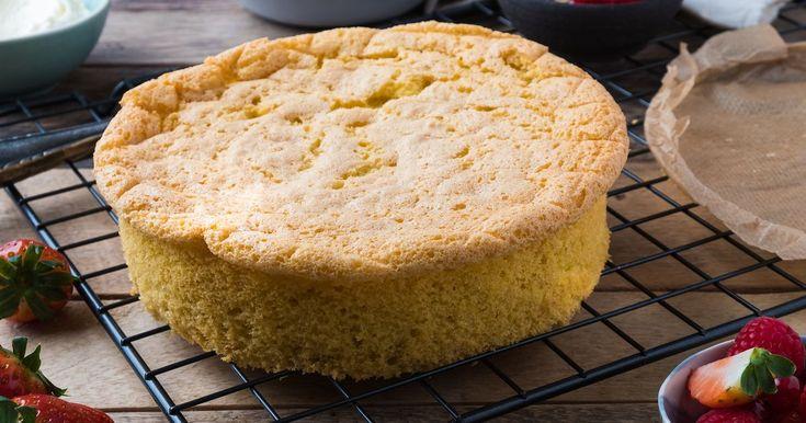 Dette er en enkel og grei grunnoppskrift på et standard sukkerbrød. Sukkerbrød er utgangspunktet for en saftig og god bløtkake eller marsipankake. Følg vår trinn for trinn-oppskrift.