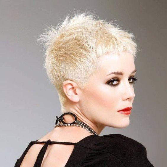 Bekijk ook eens deze 10 trendy korte kapsels voor dames met dun haar. - Kapsels voor haar