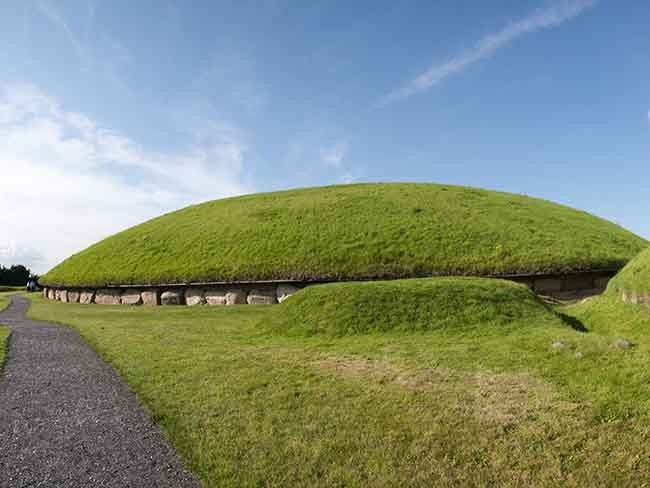 New archaeological relics from the Neolithic era have surfaced in Knowth, Co Meath.