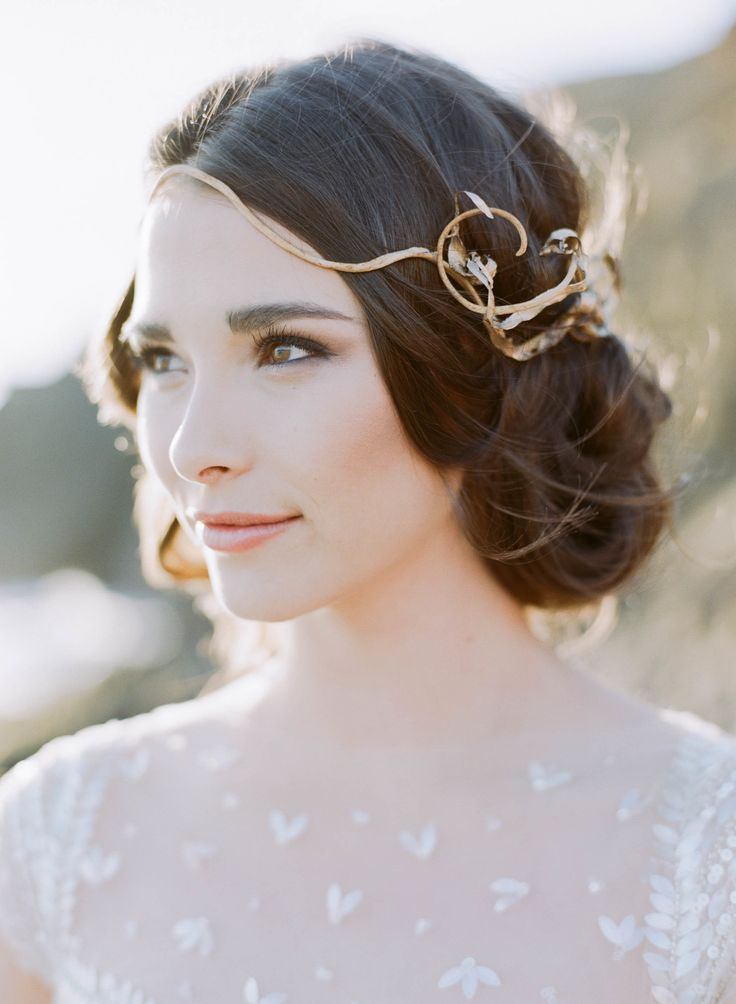 Whimsical hairpiece // Photography: Sylvie Gil Photography