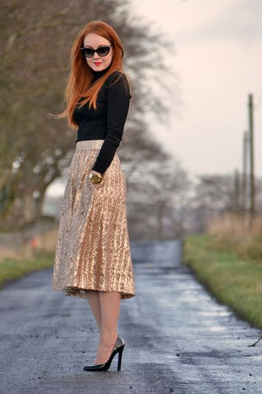 Love this gold metallic tea length skirt and black blouse! Women's winter street style fashion