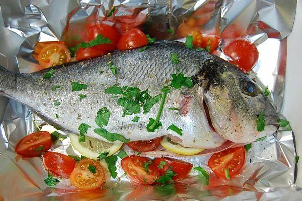 L'orata al cartoccio con pomodorini e patate è un secondo di pesce molto saporito, poiché il cartoccio lega insieme i sapori di tutti gli ingredienti. È un piatto...