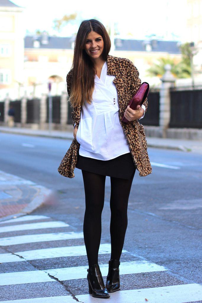 trendy_taste-look-outfit-street_style-botines_charol-black_booties-zara-fashion_spain-moda_españa-hoss_intropia-leo_coat-abrigo_leopardo-black_skirt-falda_negra-white_shirt-camisa_blanca-burgundy_clutch-clutch_granate-polaroid-12