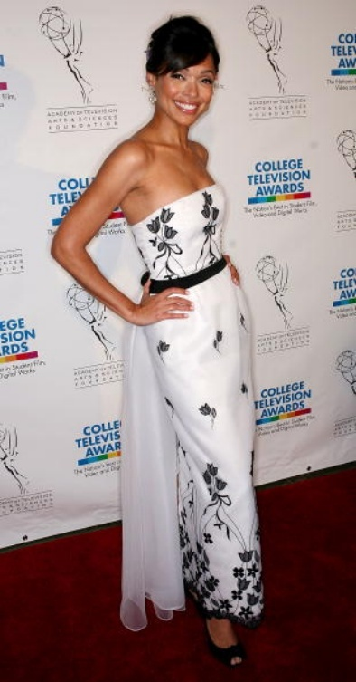 Tamara Taylor in very hepburnesque dress....Sabrina minus tulle skirt yes?