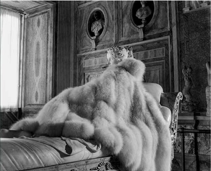 White fox fur coat by Balzani, Antonio Canova's statue of Paolina Bonaparte at the Borghese Museum and Gallery, Pasquale De Antonis and Irene Brin, 1947