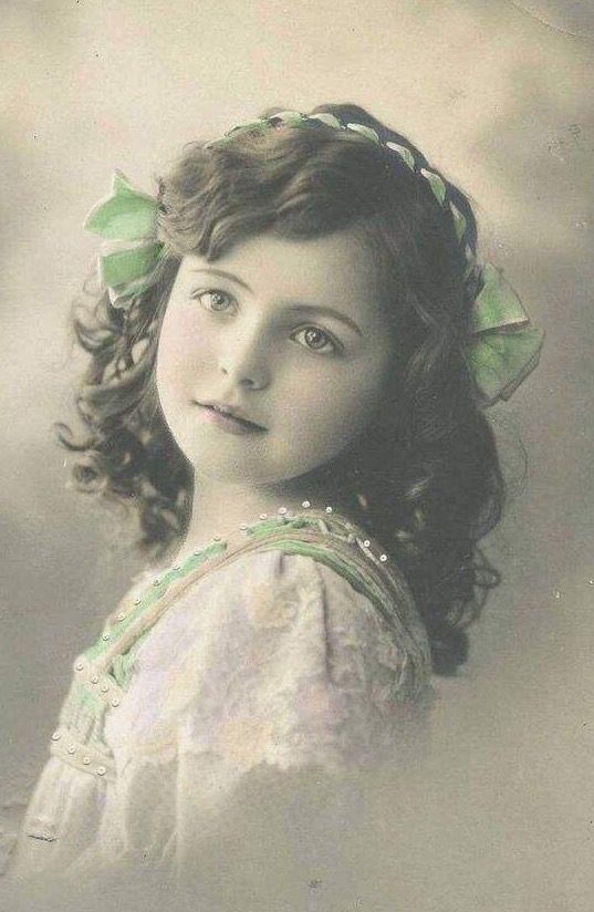 Vintage gorgeous little girl face