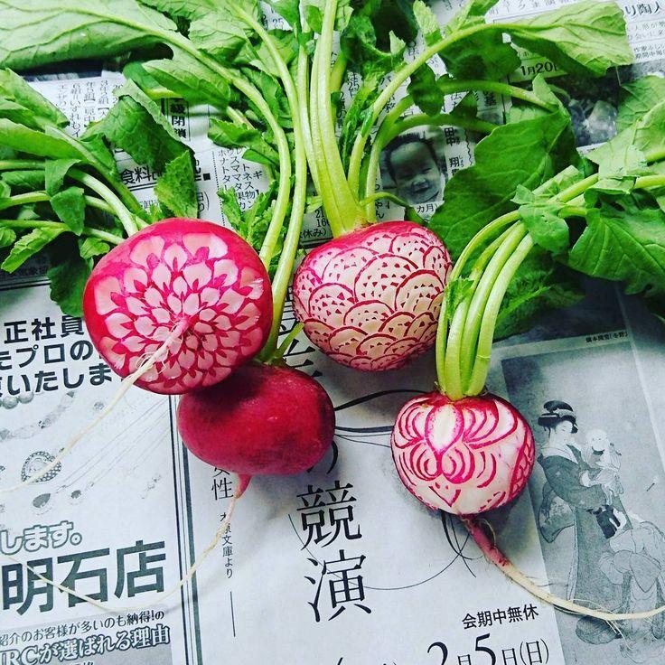 L'artiste japonais Gaku s'inspire de la tradition japonaise de la découpe des fruits et légumes que l'on peut trouver dans les restaurants pour créer ces sculptures extrêmement précises.