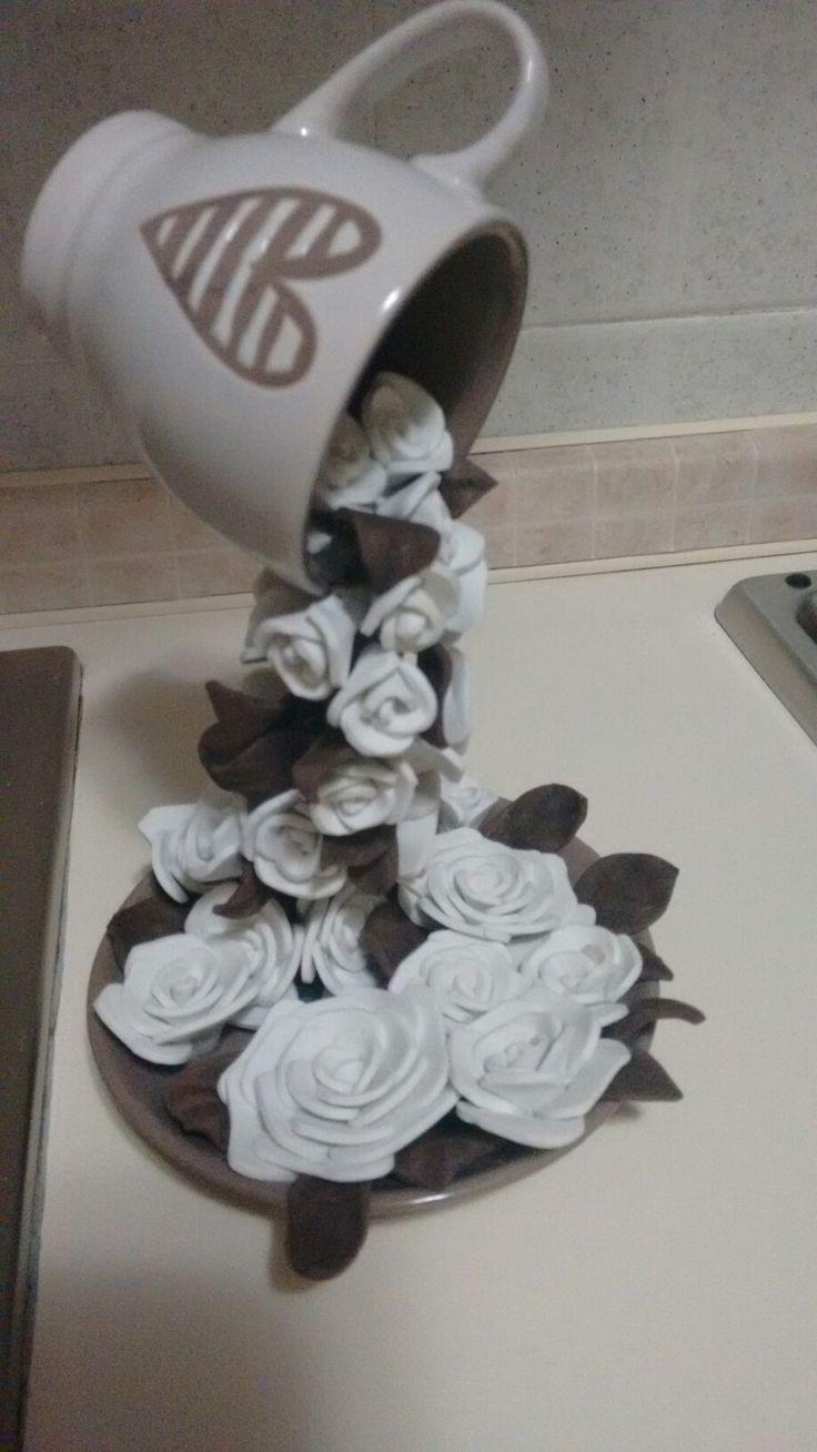 DIY Tazza di fiori Realizzato con crepla