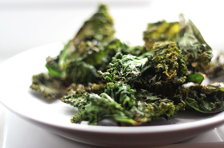 We've got the best darn 10 Minute Kale Chip ‪#‎recipe‬ ever on the blog today! http://www.silvericing.com/p159/BLOG/pages.html ‪Perfect chip replacement for those who are living a #paleo or #vegan lifestyle, those on a #diet, or those who are #eating #clean