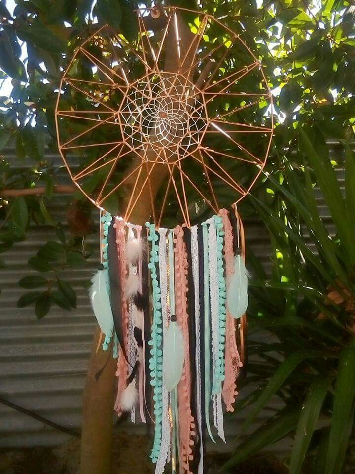 The garden sun wall piece. Turned into a dream catcher! Could use different colours to match your room! #kmarthack