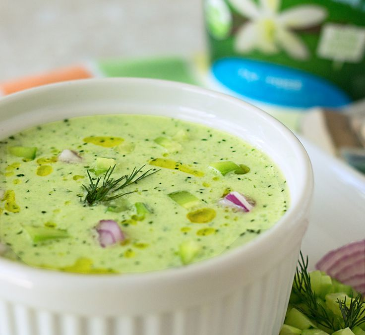 This chilled cucumber soup recipe from ItsYummi.com will be the refreshing star at your summer picnic!