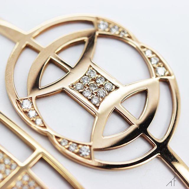 Hélix Bracelet: A midsummer night's dream!  .  .  .    #afewjewels #jewelry #jewel #gold #helixbracelet #helix #diamond #bracelet #beautiful #amazing #shop #shoponline #beauty #instamood #instagood #fashion #style #moda #fashionista #dream #midsummer #love #circle #round #geometric #photooftheday #picoftheday