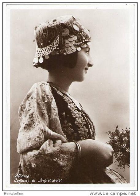 Gjirokastrite. Femme de Gjirokastër. Gjirokastër woman. Dona albanesa de Gjirokastër. Mujer albanesa de Gjirokastër. by Only Tradition