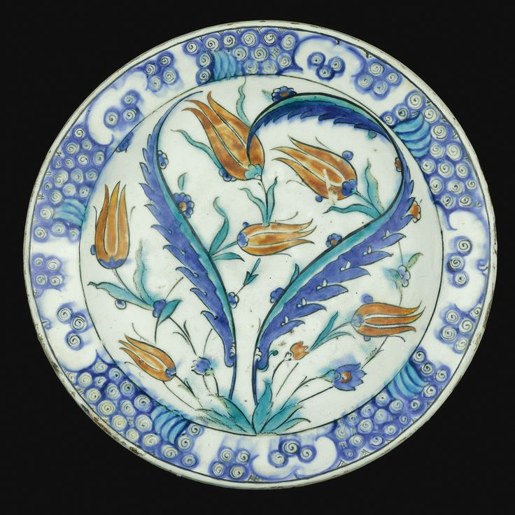 An Iznik Polychrome Pottery Dish, Turkey, Circa 1585 | Lot | Sotheby's