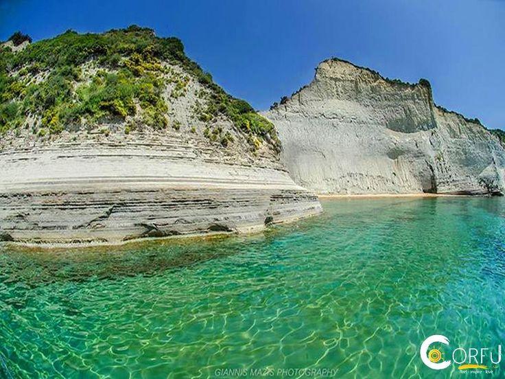 Η παραλία Δράστη βρίσκεται 38 χλμ. από το κέντρο της Κέρκυρας. Θα μπορούσε να χαρακτηριστεί, ένα ήσυχο Σιδάρι καθώς προσφέρει την άγρια ομορφιά πο...