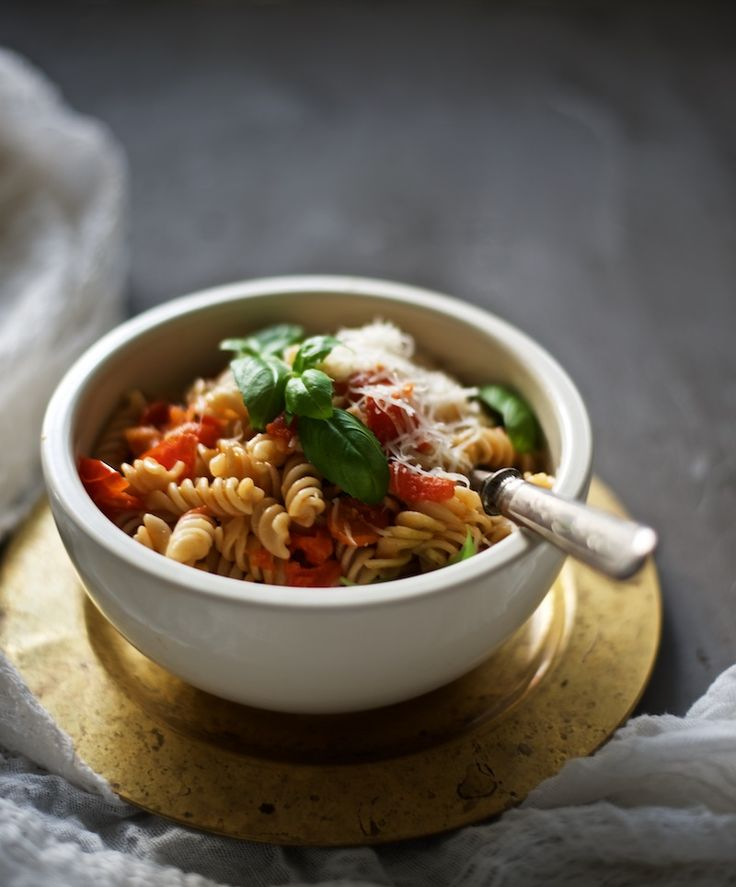 Gluten-free fusilli with fresh tomato sauce