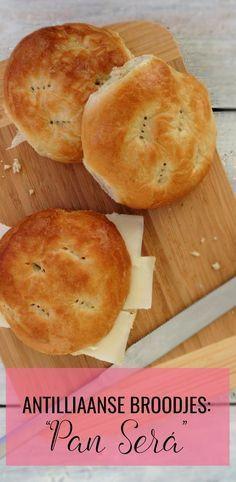 """De lekkerste Antilliaanse broodjes: """"PAN SERÁ"""". Zelfs al lekker met een simpel plakje kaas! Recept via Antilliaans-Eten.nl"""