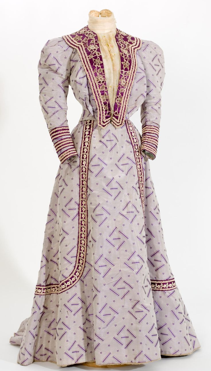 Printed silk dress with purple satin and ivory lace trim, 1900-1909.
