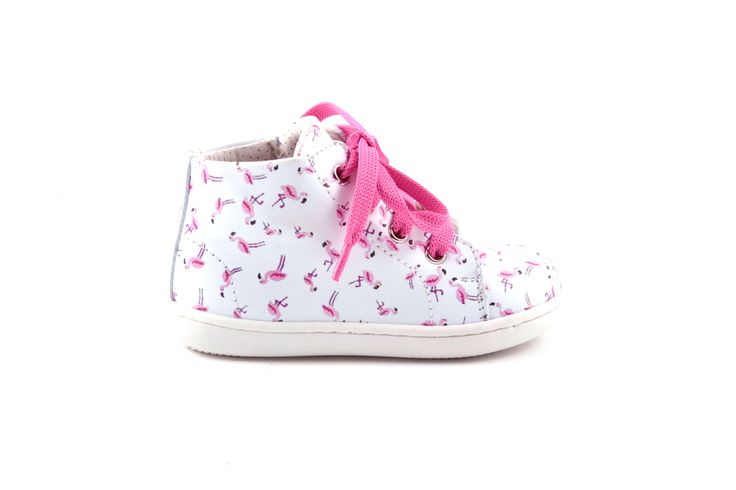Verliefd op deze mooie sneakertjes met veter en rits van Zecchino d'Oro! In wit ledermet subtiele print van roze flamingo's en roze vetertjes.