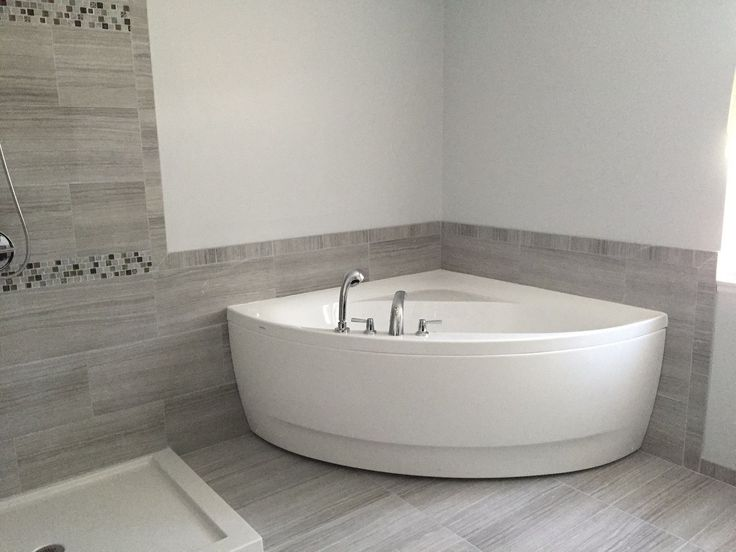PRODUCT DETAILS: The sleek modern style of The Olivia bathtub by Aquatica is designed for the contemporary small bathroom of today. The sloping sides of the corner tub allow you to slowly work your bo