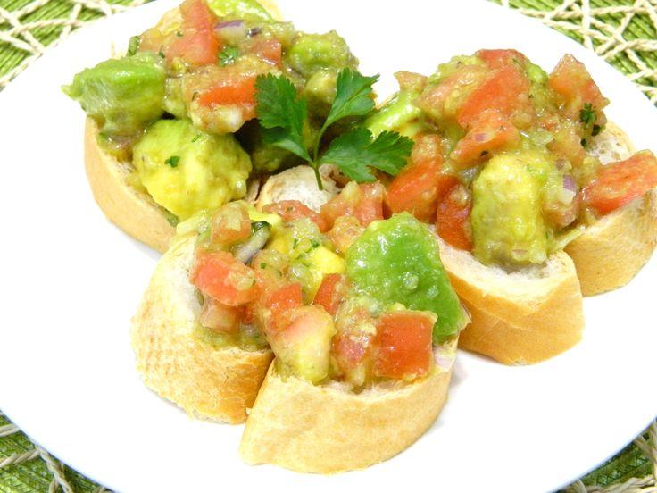 Ensalada de Aguacate y Tomate/ Avocado and Tomato Salad Gazpacho Puertorriqueño in English