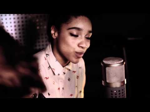 Lianne La Havas | Empty (Tour Bus Session). I will be looking out for her. I could have easily mistaken her for Emily King.