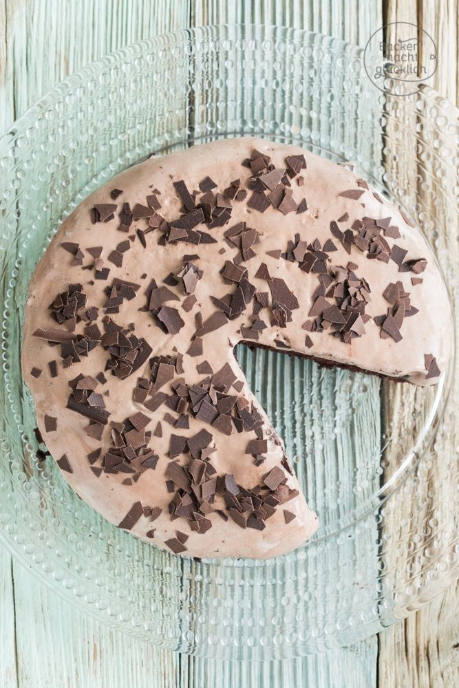 Schnelle Schokoeistorte mit Fertigeis - tolles Dessert oder besonderer Kuchen. Die Schoko-Minz-Eistorte ist cremig und erfrischend zugleich.
