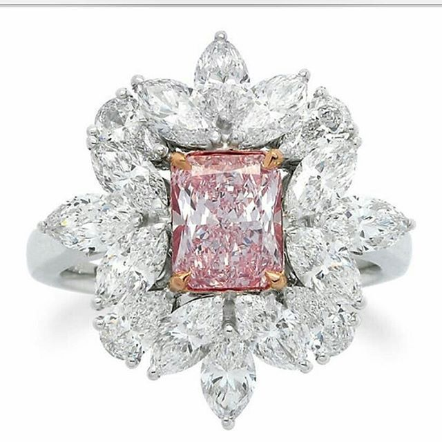 Diamond ring with Fancy Pink diamond of 1.28 carats