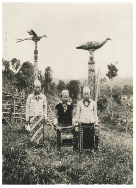 Dayak Wimen and Totems, early 19th century #Indonesia #tribal
