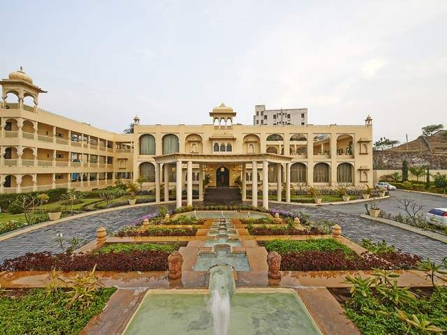 Well, it is simple and quick to find a suitable hotel at Udaipur, thanks to the internet era and the number of travel portals. One can now check out a list of hotels with the price, amenities offered and even pictures of the hotel room and hotel premises.