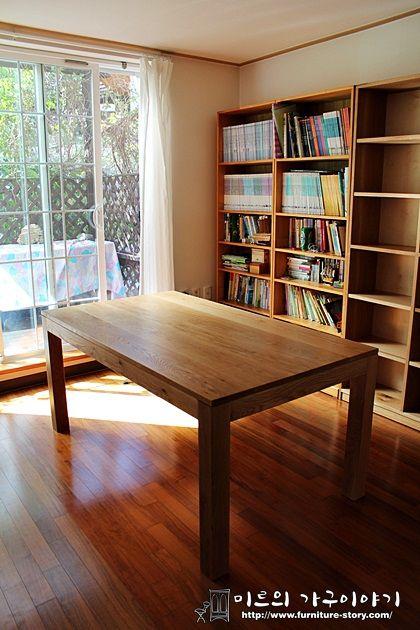 화이트오크 단순한 책상과 책장
