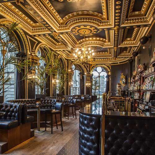 Glamour Globe post on Edinburgh's best cocktail bars: http://www.glamourglobe.com/top-10-cocktail-bars-in-edinburgh/ #edinburgh #scotland #cocktails #glamourglobe