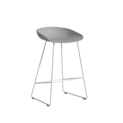 About a Stool 38 barstol h65, betong/vit i gruppen Möbler / Stolar & Pallar / Barstolar hos RUM21.se (1028480)
