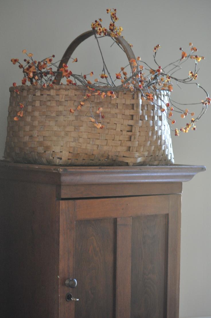 antique basketFall Displays, Antiques Company, Wicker Basketswir, Primitives Baskets, Berries Baskets, Antiques Baskets, Baskets Lov, Weather Baskets, Basketswir Baskets