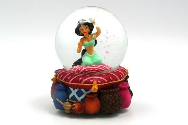 Jasmine - Musical Snow Globe  #NeatoPinToWinHOLIDAYS