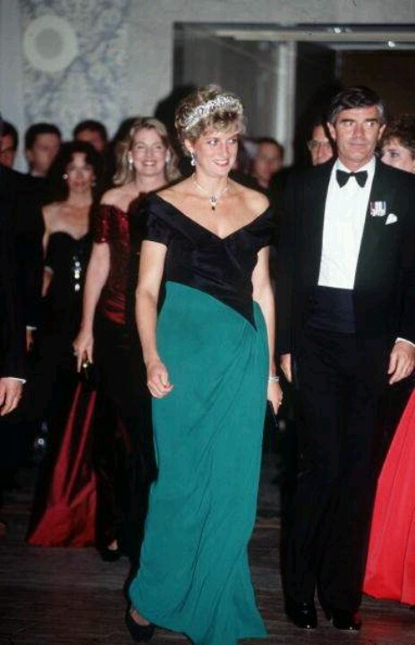 975 best Diana Style-Evening images on Pinterest | Princesses, Wales ...