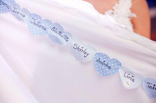 Nomes na barra do vestido!