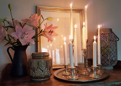 Love this composition of candles and lilys!