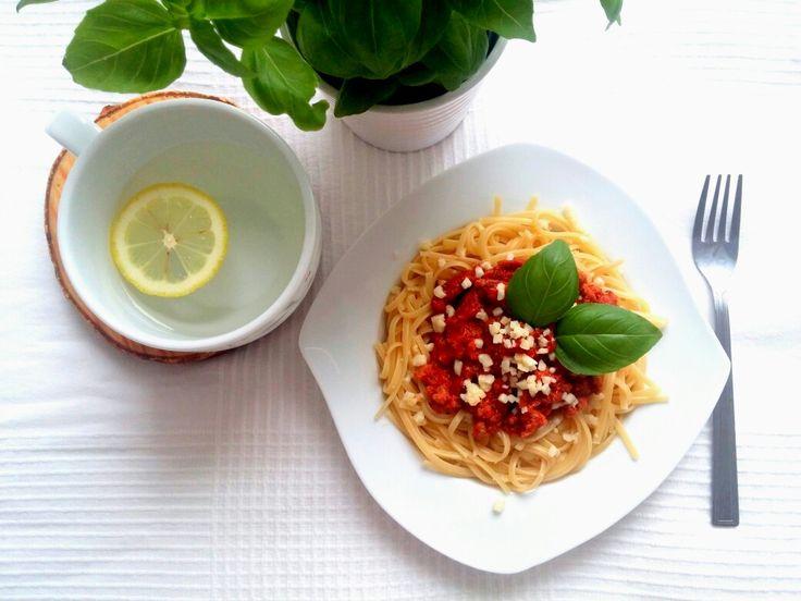 Niedziely obiad podano 😉 Spaghetti bolognese 🍝 😍-->   Zapraszam moją stronę na fb https://m.facebook.com/eatdrinklooklove/ ❤  Sunday dinner is given 😉 Spaghetti bolognese 🍝😍 -->   I invite my page on fb https://m.facebook.com/eatdrinklooklove/