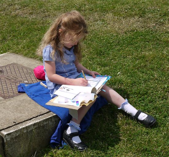 Resources and guidance to help teachers introduce and develop sketchbooks in primary schools.