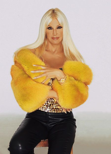 Fluffy Gold - glamour fashion and fetish forums - 000